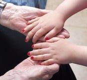 Mãos velhas e novas Foto de Stock