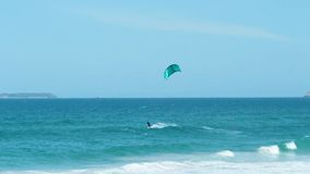 Mężczyzna kani surfing w Florianpolis, Brazylia zdjęcie wideo