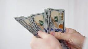 Mężczyzna liczy USA dolary Biznes, duży pieniądze sukcesu pojęcie zdjęcie wideo