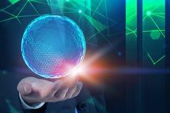 Mężczyzna ręki mienia planety hologram, zielona sieć zdjęcie royalty free