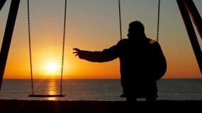 Mężczyzny narzekający samotny chybianie jego partner zbiory