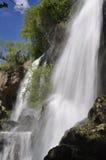 Mächtige Wasserfälle, die unten abbrechen Stockbilder