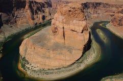 Mächtiger Kolorado-Fluss verdreht an der Hufeisenschlaufe Stockbild