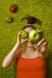 Mädchenäpfel und -mangofrucht Lizenzfreies Stockbild