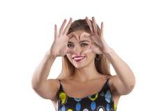 Mädchen übergibt das lokalisierte Herz Stockbild