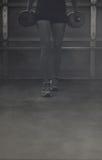 Mädchen-anhebende Gewichte Lizenzfreie Stockfotografie