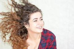 Mädchen attraktiv auf weißem Hintergrund Stockbilder