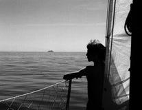Mädchen auf Boot stockbild
