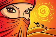 Mädchen auf dem Hintergrund der Wüste lizenzfreie abbildung