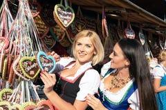 Mädchen auf dem oktoberfest Erz springfestival stockfotos