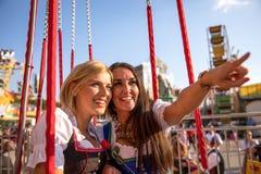 Mädchen auf dem oktoberfest Erz springfestival lizenzfreie stockfotos