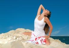 Mädchen auf dem Sand Lizenzfreie Stockfotos