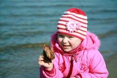 Mädchen auf dem Strand Lizenzfreie Stockfotos