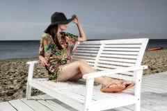 Mädchen auf dem Strand. stockbilder