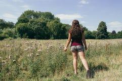 Mädchen auf den Feldern Lizenzfreies Stockbild