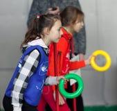 Mädchen auf der IAAF Kidâs Athletikkonkurrenz Stockbild