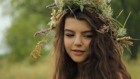 Mädchen auf der Natur stock video footage