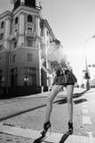 Mädchen auf der Straße Stockbild