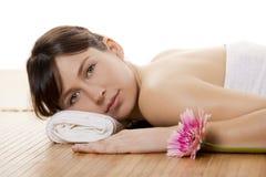 Mädchen auf einem Badekurort Stockbild