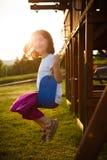 Mädchen auf einem Schwingen Stockfotografie