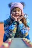 Mädchen auf einem Schwingen. stockfotos