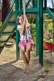Mädchen auf einem Schwingen Stockfoto