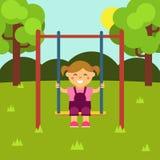 Mädchen auf einem Schwingen Kind-` s Spielplatz Baby-themenorientierte flache Illustration auf Lager mit lokalisierten Elementen stock abbildung