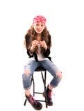 Mädchen auf einem Stuhl Stockbild