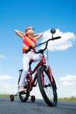 Mädchen auf Fahrrad Lizenzfreies Stockfoto