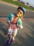 Mädchen auf Fahrrad Lizenzfreie Stockbilder