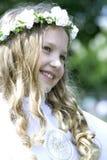 Mädchen auf ihrer ersten heiligen Kommunion Lizenzfreie Stockfotografie