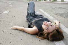 Mädchen auf leerem Weg Stockbilder
