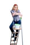 Mädchen auf Leiter mit Lack Lizenzfreies Stockfoto