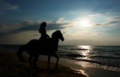 Mädchen auf Pferd Stockfotografie