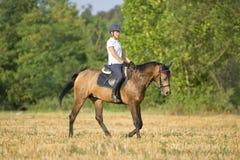 Mädchen auf Pferd Lizenzfreie Stockfotografie