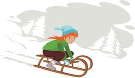 Mädchen auf Schlitten im Schnee Stockbilder