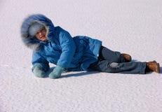 Mädchen auf Schnee stockfoto