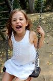 Mädchen auf Schwingen lizenzfreie stockbilder