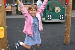 Mädchen auf Spielplatz Stockbilder