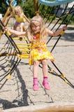 Mädchen auf Spielplatz Stockfotografie