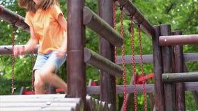 Mädchen auf Spielplatz im Park stock video footage