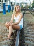 Mädchen auf Spuren Stockfotografie