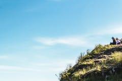 Mädchen auf Steinbruch-Felsen in Nord-Vancouver BC Kanada Stockfoto