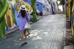 Mädchen auf Straßen von Songwoldong, Südkorea Lizenzfreie Stockfotos