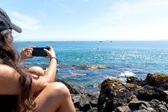 Mädchen-Aufnahme-Schwertwale lizenzfreie stockbilder