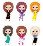 Mädchen belebt in der unterschiedlichen Kleidung Lizenzfreies Stockbild