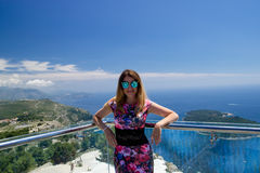 Mädchen in Bergen und in Meer Dubornik Kroatien Stockbild