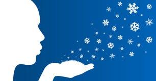 Mädchen bläst Schneeflocken ab Lizenzfreie Stockfotos
