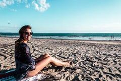 Mädchen an Coronado-Strand, San Diego Stockbild