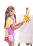 Mädchen, das über Weiß malt stockfotografie